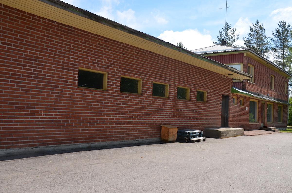 Myytävänä myymälä-/ asuinkiinteistö Toholammin Laitalassa