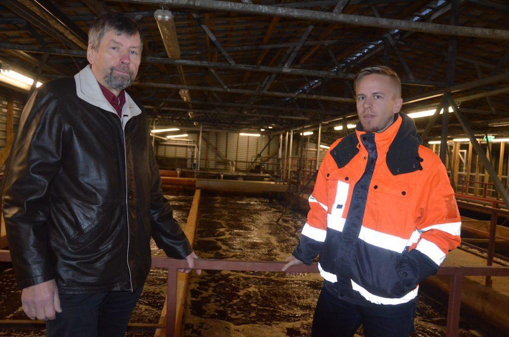 Vaihtoehto. Toholammin Kehitys Oy:n toimitusjohtaja Kimmo Kentala (vasemmalla) ja Viemäriliikelaitoksen toimitusjohtaja Markus Savikuja pitävät kuntien jätevesien johtamista yhteen puhdistamoon vakavasti harkittavana vaihtoehtona.