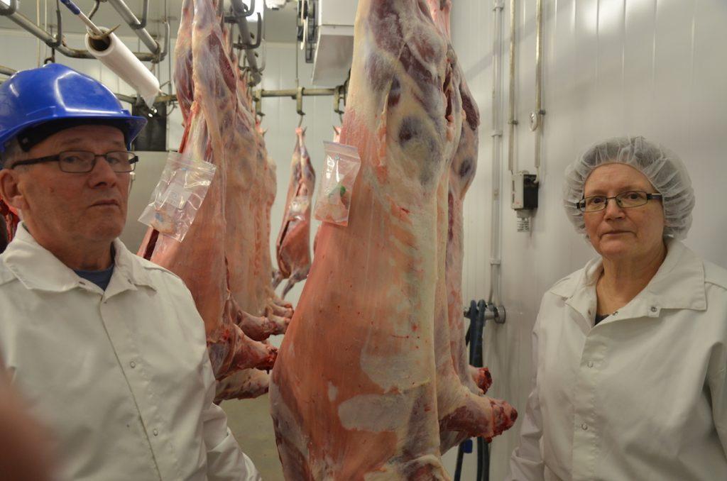 Kaija ja Eero Polso ovat tyytyväisiä siihen, että lampaiden teurastus voidaan hoitaa omissa asianmukaisissa tiloissa.