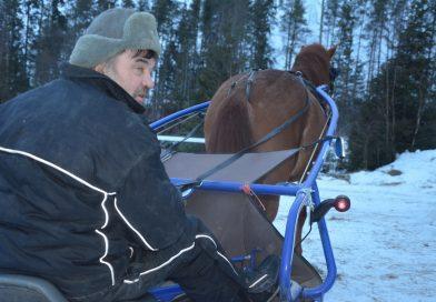 Automies ja hevosharrastaja yhteistyössä